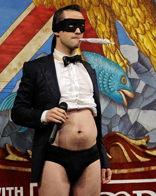 Open Post: Hosted By Joseph Gordon-Levitt Giving You Body In Black Chonies