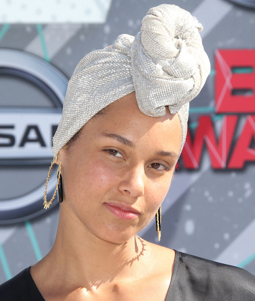 Alicia Keys Went SANS FARDS On The BET Awards Red Carpet