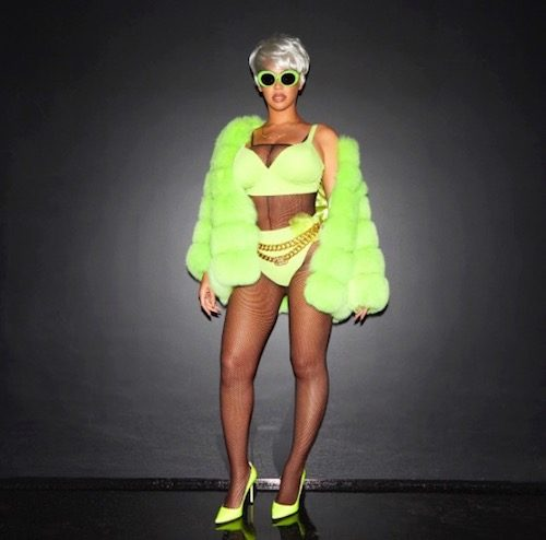 0dc6274a2f4d Majestrix of the multiverse and future Nala Beyonce did hip-hop legend and  recent robbery suspect Lil' Kim a solid by dressing up as her on Halloween.
